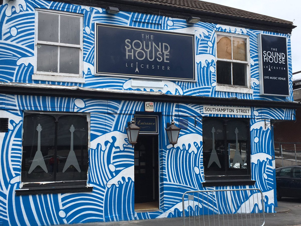 The Soundhouse Makes B Amp Q S Top 6 Statement Walls Cool As