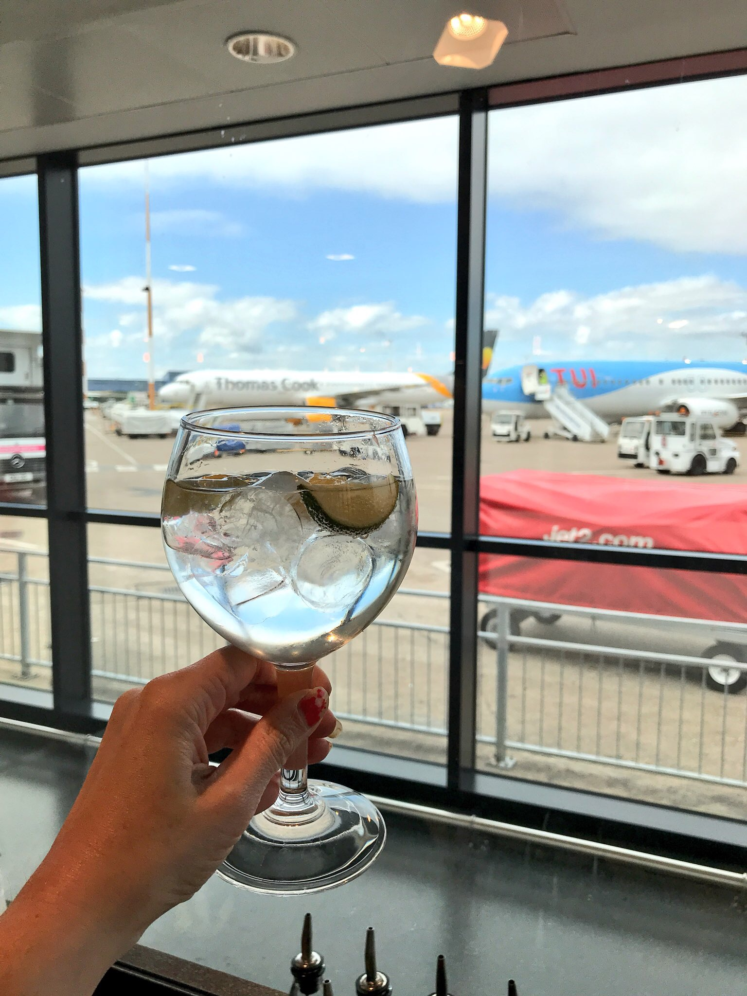East Midlands AIrport gin bar