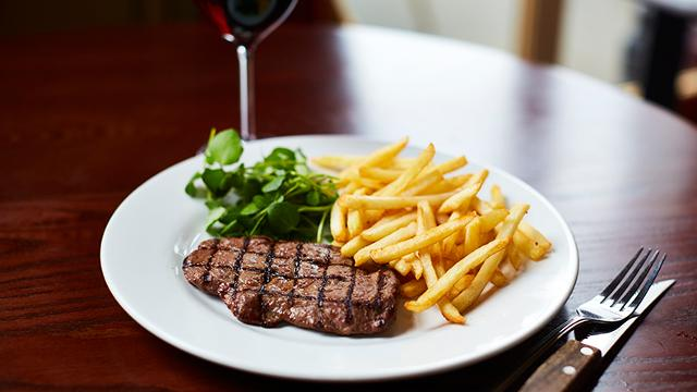 cafe rouge steak wine
